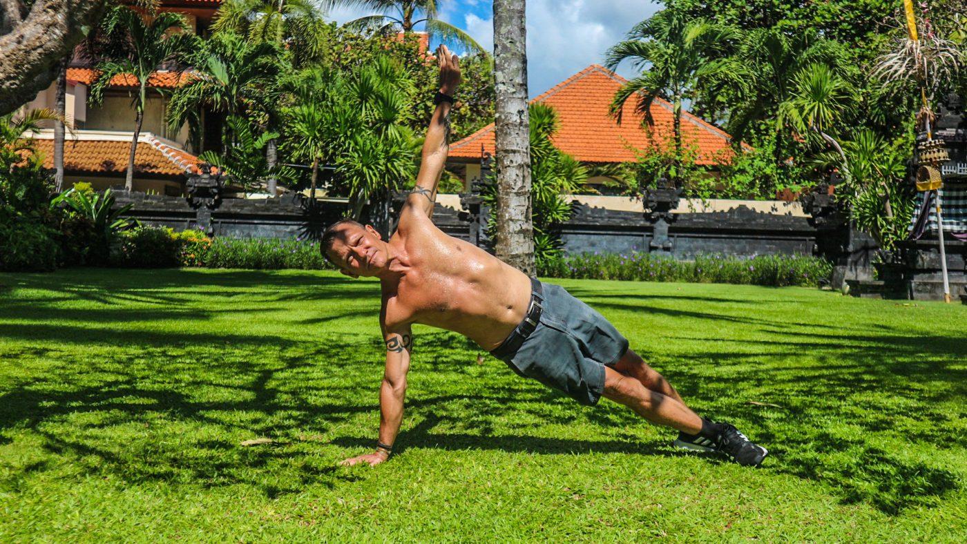 sideways handstand plank