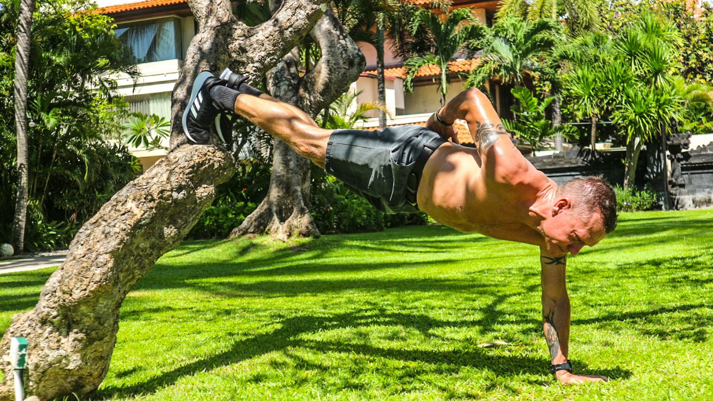 incline push-up on a tree