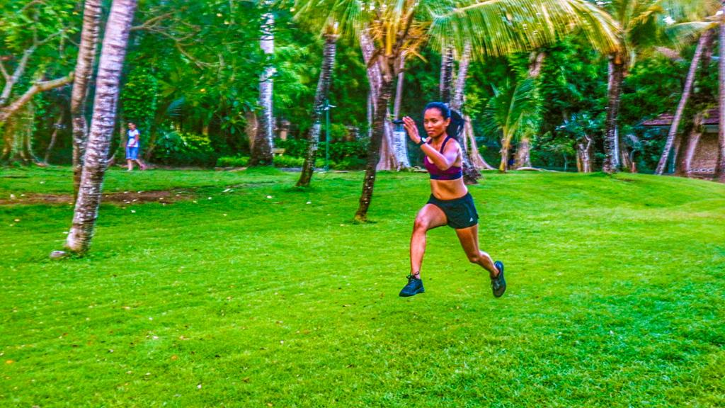 sprinting in a park to burn fat